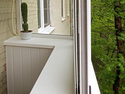 Как производится фиксация балконного подоконника к основанию