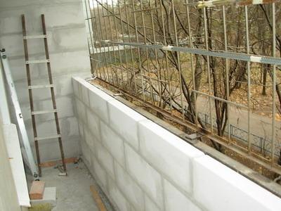 Как укрепить балкон с помощью пеноблоков?