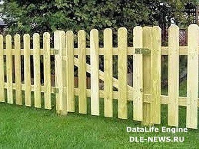 Строим забор из штакетника