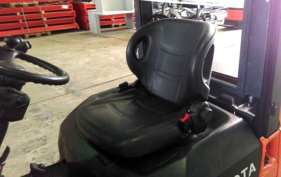 Сидение погрузчика Toyota 7FG15
