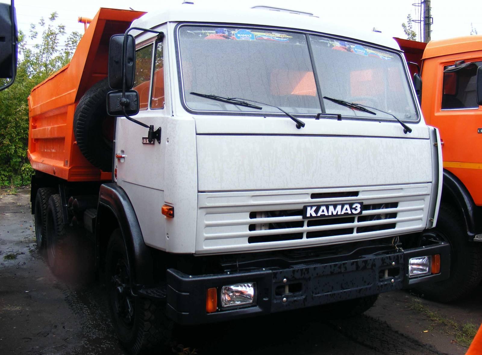 Самосвал КамАЗ-55111: вид спереди