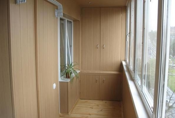 Угловой шкаф на балкон видео
