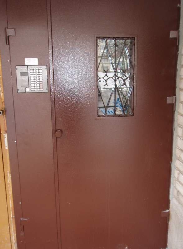 стальная дверь в подъезд с установкой