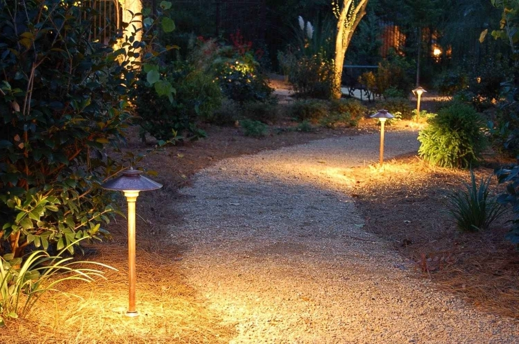 Направленное освещение палисадника