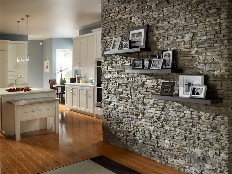 Декорируем стену натуральным камнем