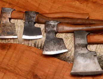 Топор – инструмент плотника